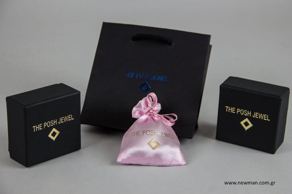 The posh jewel: Τυπωμένα είδη συσκευασίας NewMan με λογότυπο σε μεταλλοτυπία.