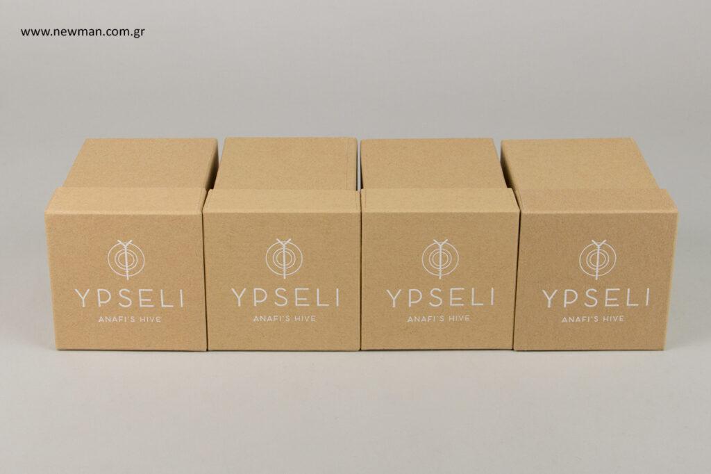 Κραφτ κουτιά συσκευασίας με εκτύπωση λογότυπου.