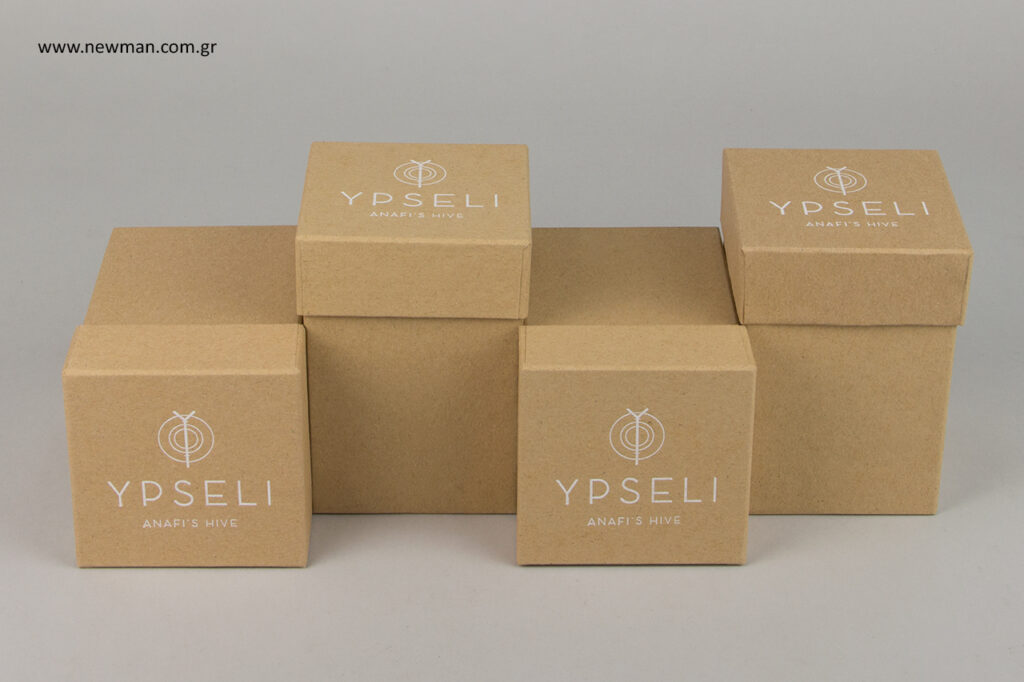 Ypseli Anafi's Hive: Κουτιά συσκευασίας για τουριστικό θέρετρο.