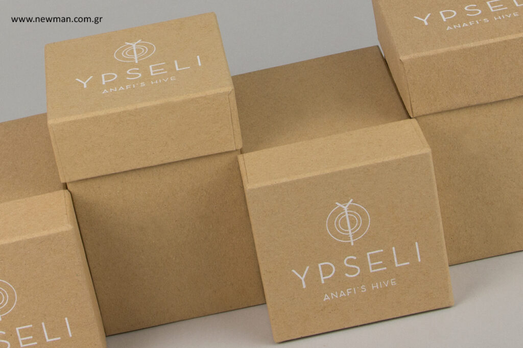 Κουτιά χονδρικής για κερί, μέλι και άλλα προϊόντα με επωνυμία εκτυπωμένη σε λευκή μεταλλοτυπία.