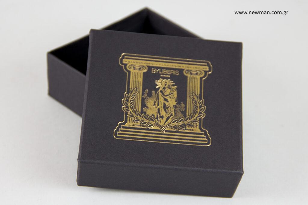 Χρυσό τύπωμα σε σκληρά κουτιά κοσμημάτων.