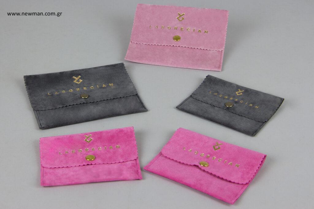 Ροζ, γκρι σκούρο και φούξια πουγκί για κοσμήματα επέλεξε η μάρκα LabGrecian.