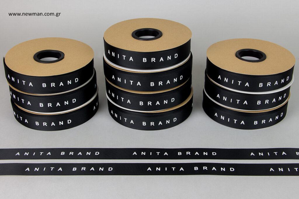Εκτύπωση λογότυπου Anita Brand με την τεχνική της μεταξοτυπίας.
