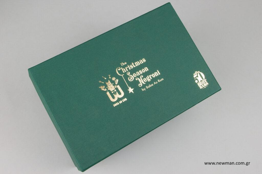 Τυπωμένα κουτιά με χρυσοτυπία στην επωνυμία.