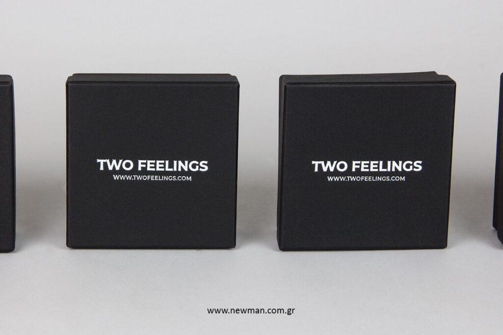Κουτιά για κοσμήματα και αξεσουάρ με εκτύπωση λογότυπου σε λευκή θερμοτυπία.