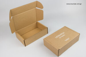 Hermina Athens: Συσκευασίες ταχυδρομείου με εκτύπωση από την εταιρεία Newman.