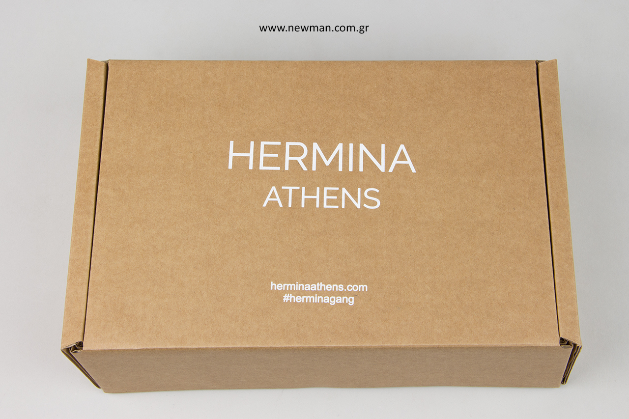Κουτιά κραφτ από E flute χαρτόνι για αποθήκευση και μεταφορά προϊόντων.