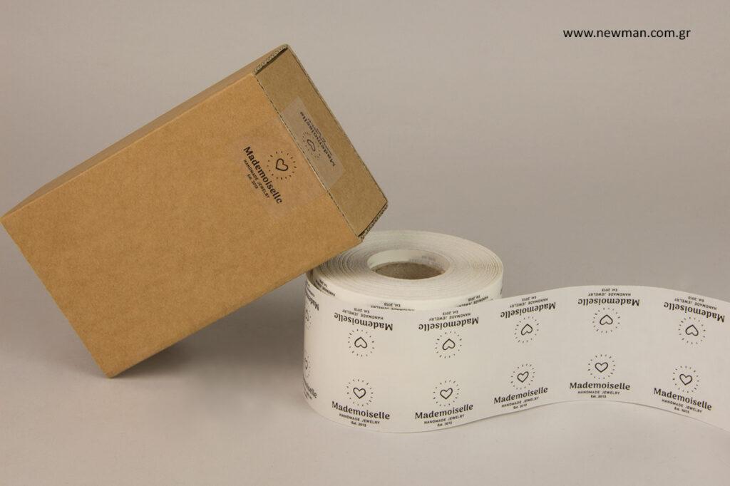 Κατάλληλες για να κλείσουν τσάντες δώρων και κουτιά αφού διαθέτουν τύπωμα κι από τις δύο πλευρές.