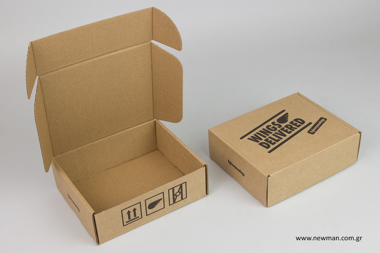 Φλεξογραφική εκτύπωση σε κουτιά ταχυδρομείου.