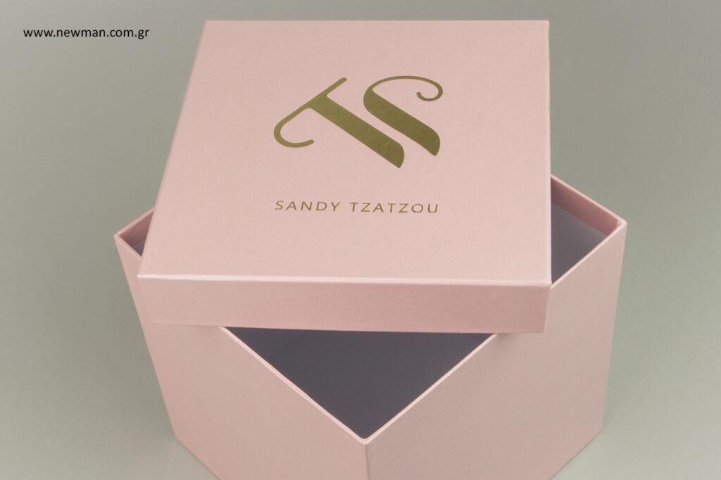 Custom-made κουτιά συσκευασίας με τυπωμένο λογότυπο.
