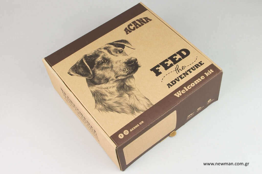 Acana: Τροφές για κατοικίδια σε κουτιά συσκευασίας Newman.