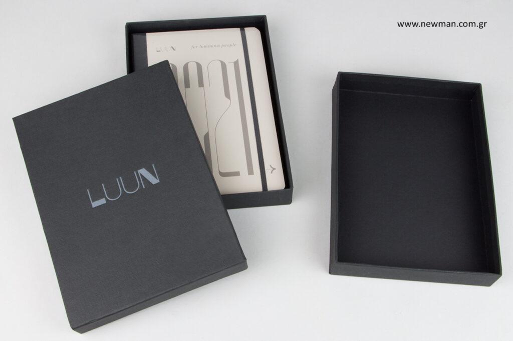 LUUN: Εκτυπωμένα κουτιά με εταιρική επωνυμία από τη Newman.