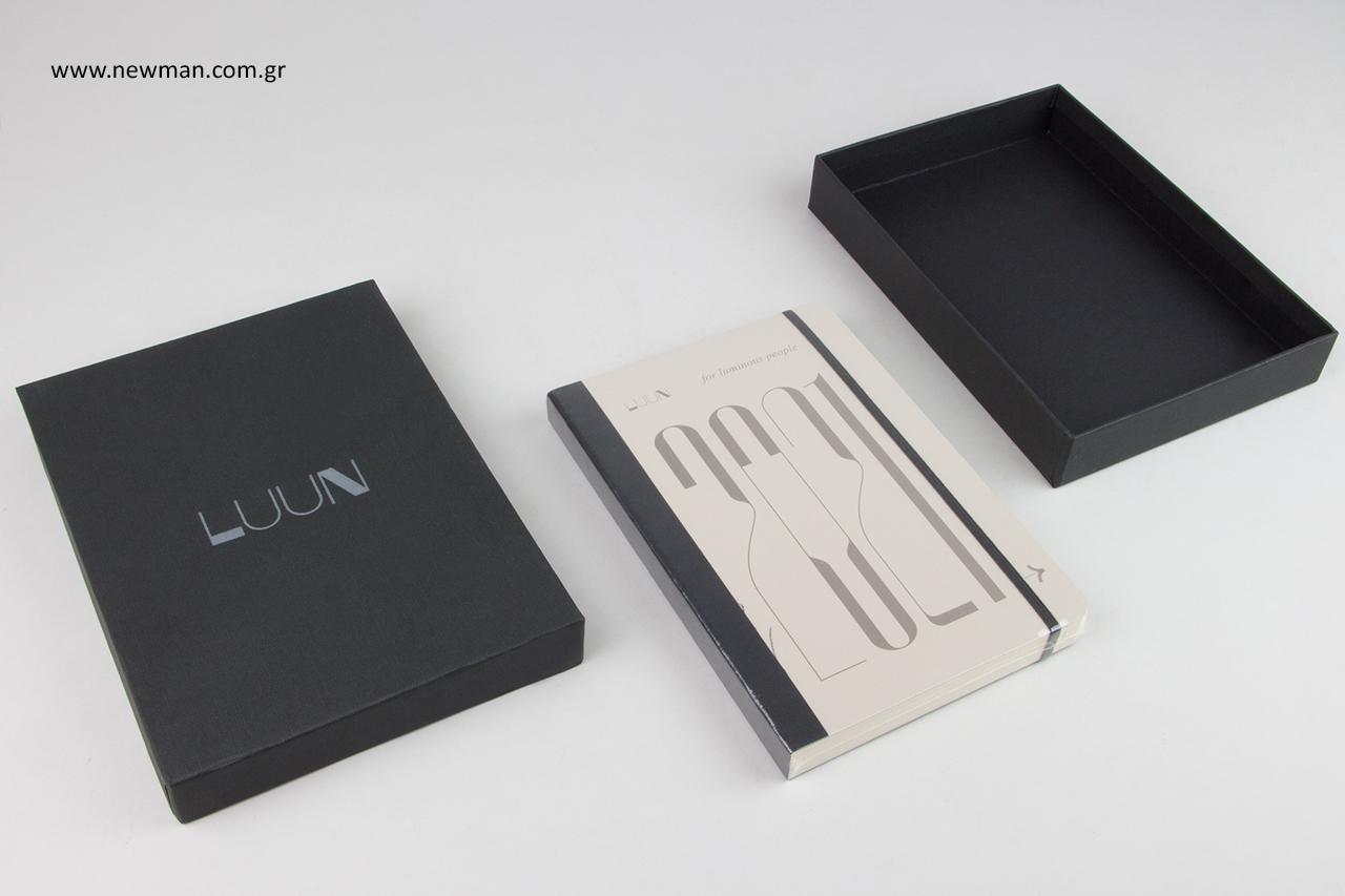Τυπωμένα κουτιά για ημερολόγια του έτους.