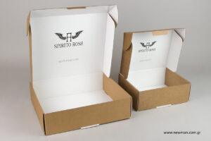 Spirito Rosa: Συσκευασίες ταχυδρόμησης με τυπωμένο λογότυπο.