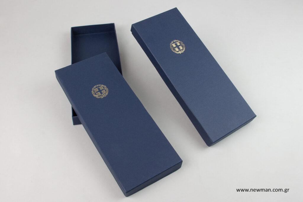 Κουτιά συσκευασίας με διάσταση 10x26x2,5 εκατοστά.