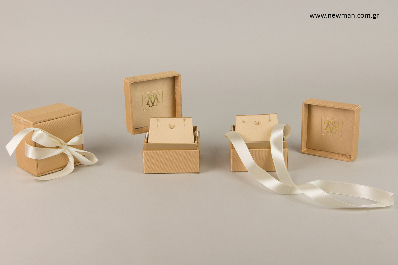 Τυπωμένα κουτιά για κοσμήματα με την τεχνική της χρυσοτυπίας.