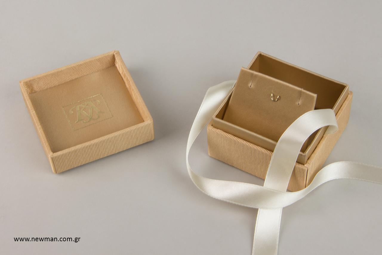 Τα κουτιά είναι ιδανικά για σταυρό, κολιέ και μενταγιόν.