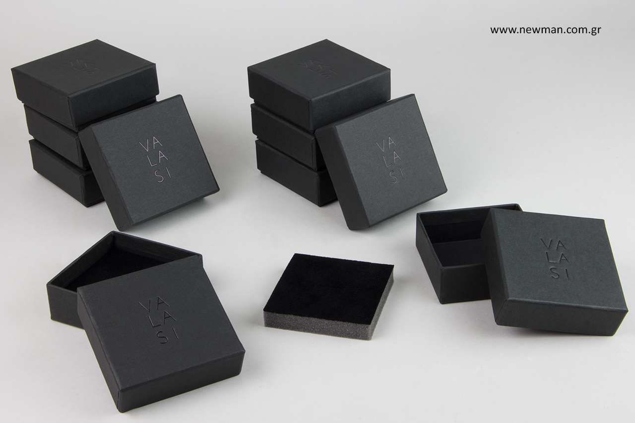 Χάρτινα κουτιά συσκευασίας για κοσμήματα με λογότυπο.