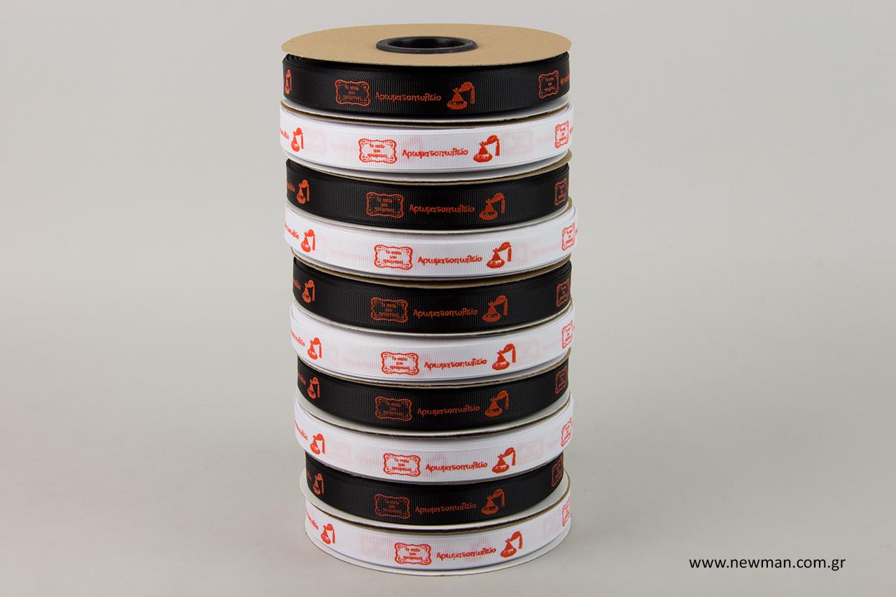 Επώνυμες κορδέλες χονδρικής για διακόσμηση συσκευασιών δώρου.