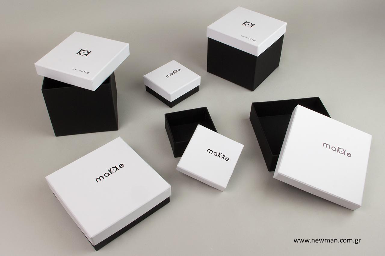 Χάρτινα κουτιά με εκτύπωση λογότυπου.