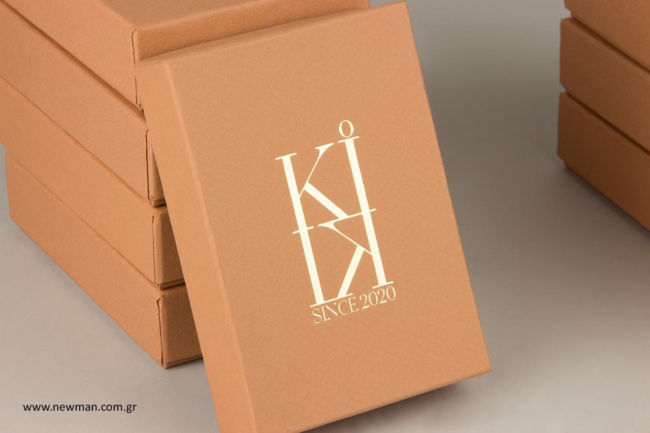 Χρυσοτυπία σε custom-made κουτιά για κοσμήματα.