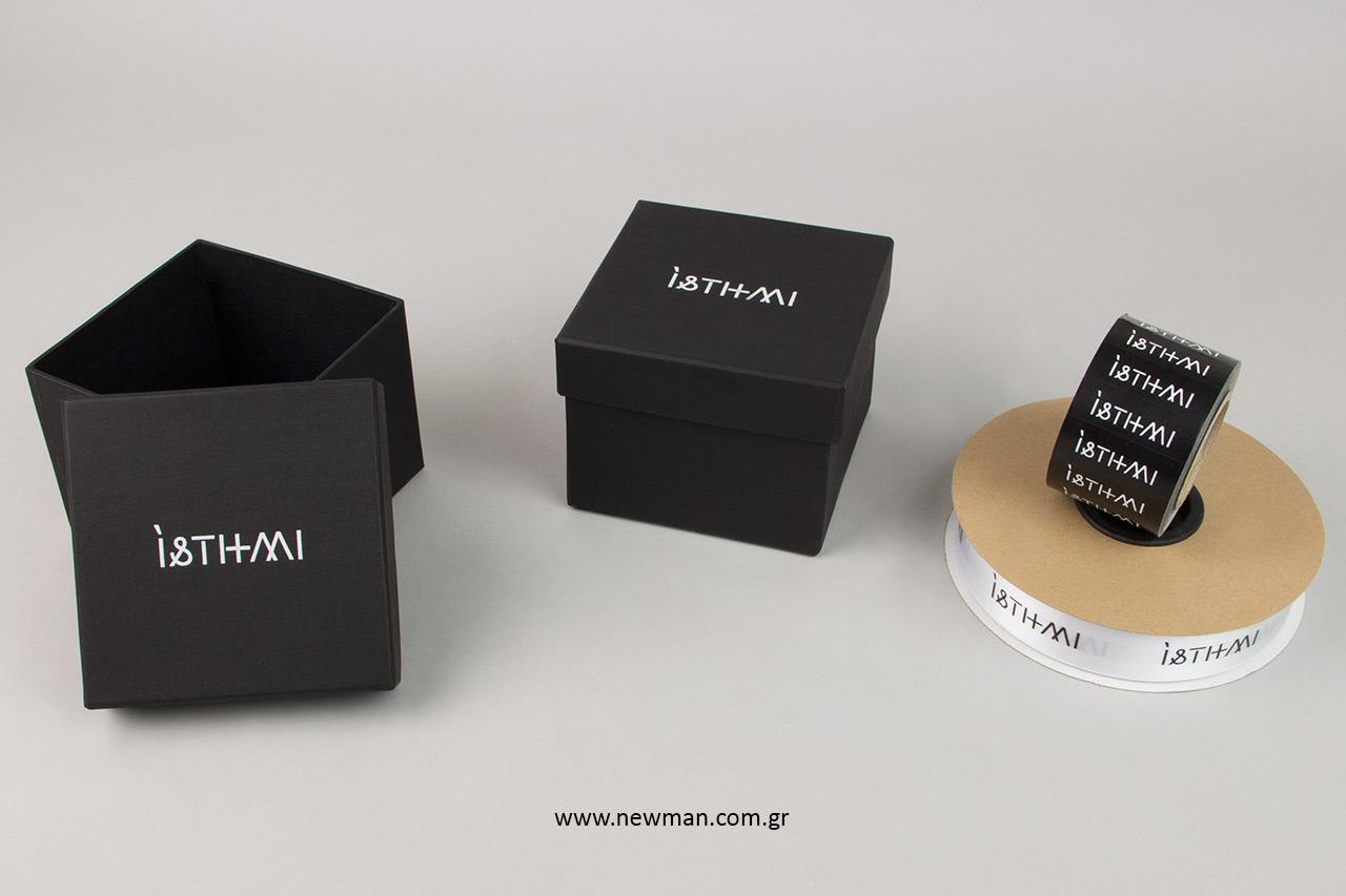 Τυπωμένες συσκευασίες NewMan με λογότυπο.