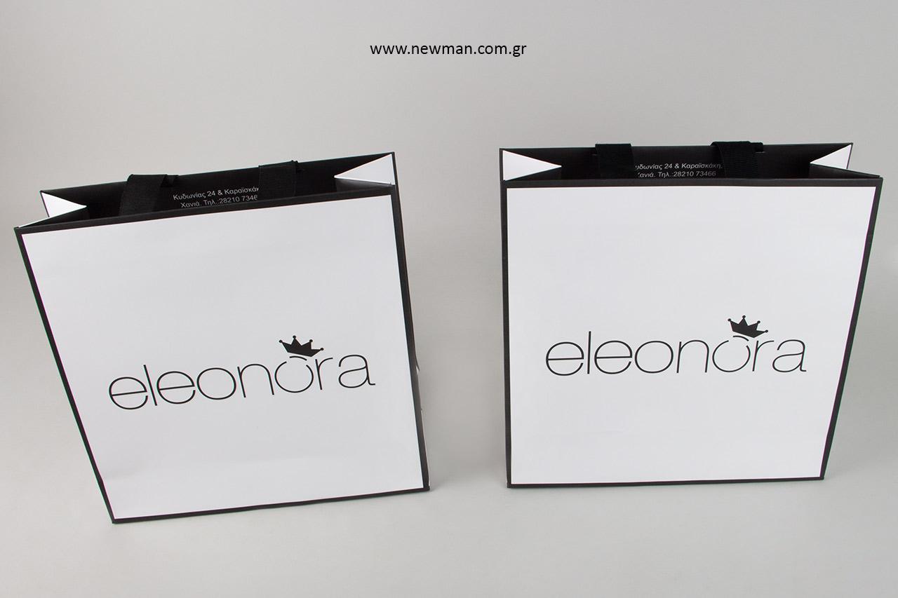 Μαύρη εκτύπωση σε χάρτινες τσάντες με ματ πλαστικοποίηση.