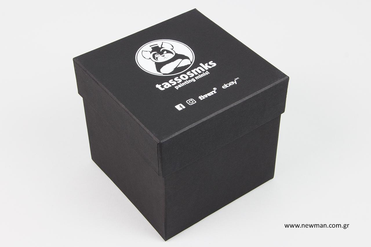 Σκληρά κουτιά με τύπωμα.