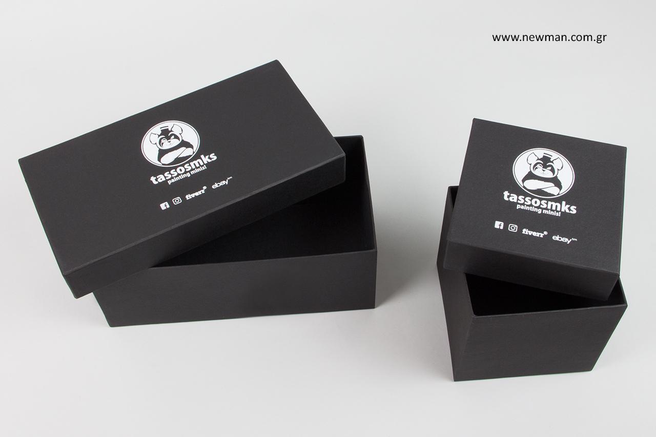 Τυπωμένα κουτιά συσκευασίας με λογότυπο.