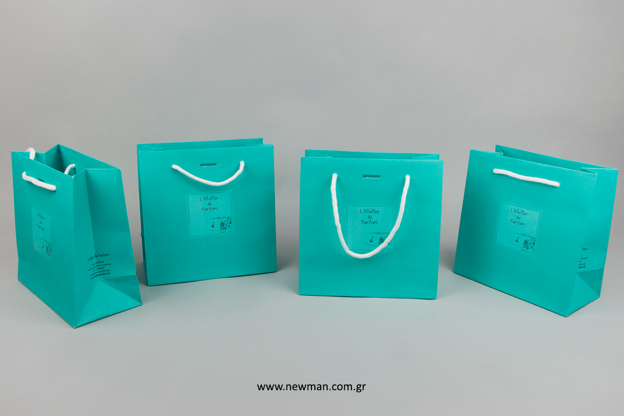 Εκτύπωση επωνυμίας σε τσάντες πολυτελείας NewMan.