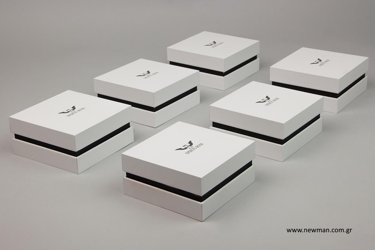 Σκληρά κουτιά για κοσμήματα με εκτύπωση.