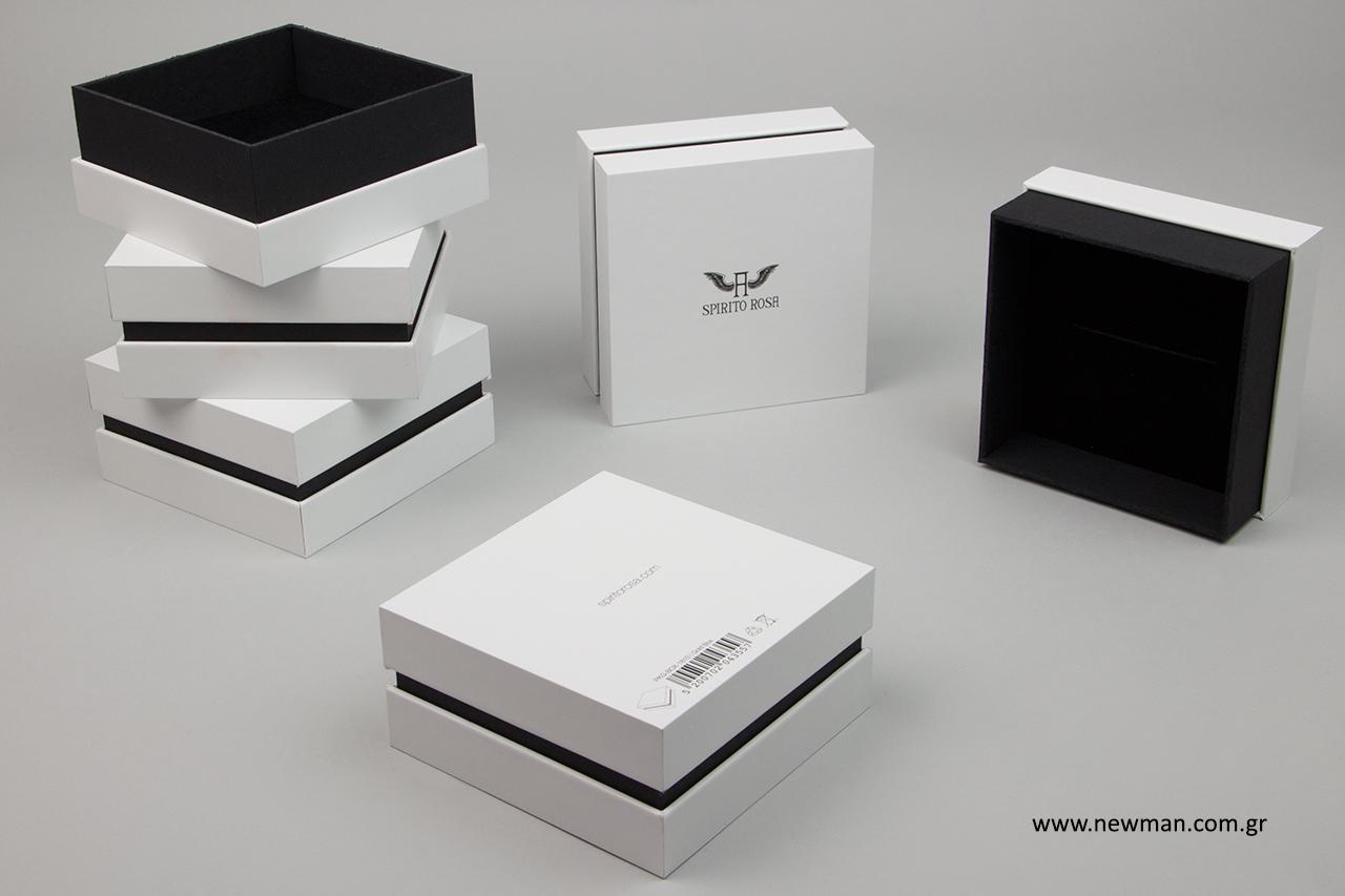 Κουτιά συσκευασίας κοσμημάτων με τυπωμένο λογότυπο.