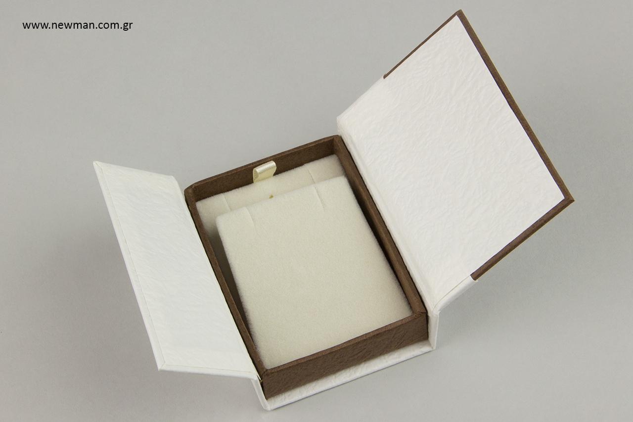 Επώνυμα κουτιά για δαχτυλίδια, μενταγιόν, σκουλαρίκια, βραχιόλια.