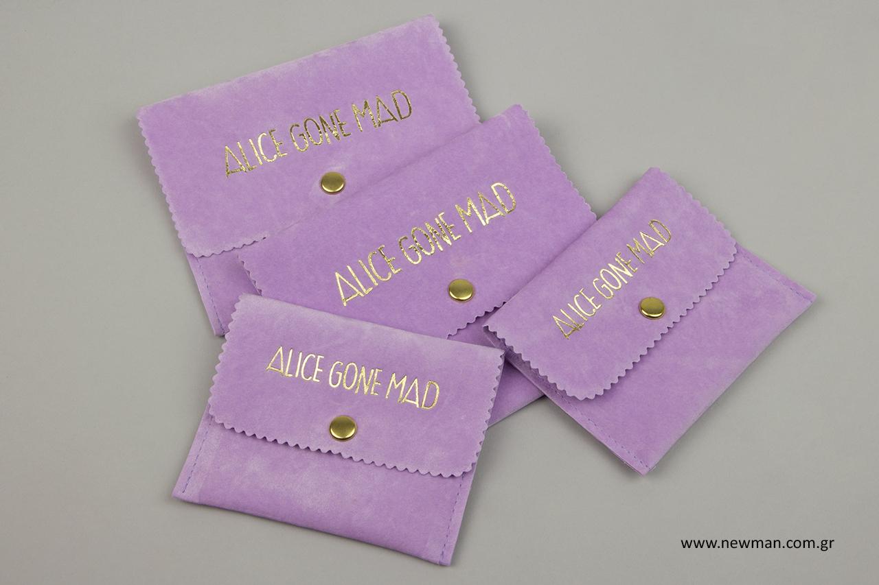 Alice Gone Mad: Σουέτ πουγκί σε σχήμα τσέπης με εκτύπωση εταιρικής επωνυμίας.