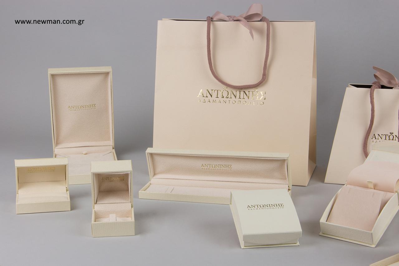 Χρυσοτυπία σε τσάντες πολυτελείας και κουτιά κοσμημάτων.