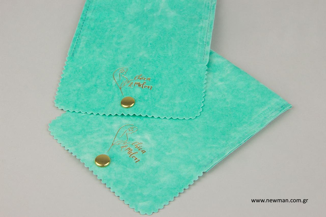 Σουέτ πουγκιά σε σχήμα τσέπης με εκτύπωση λογότυπου.