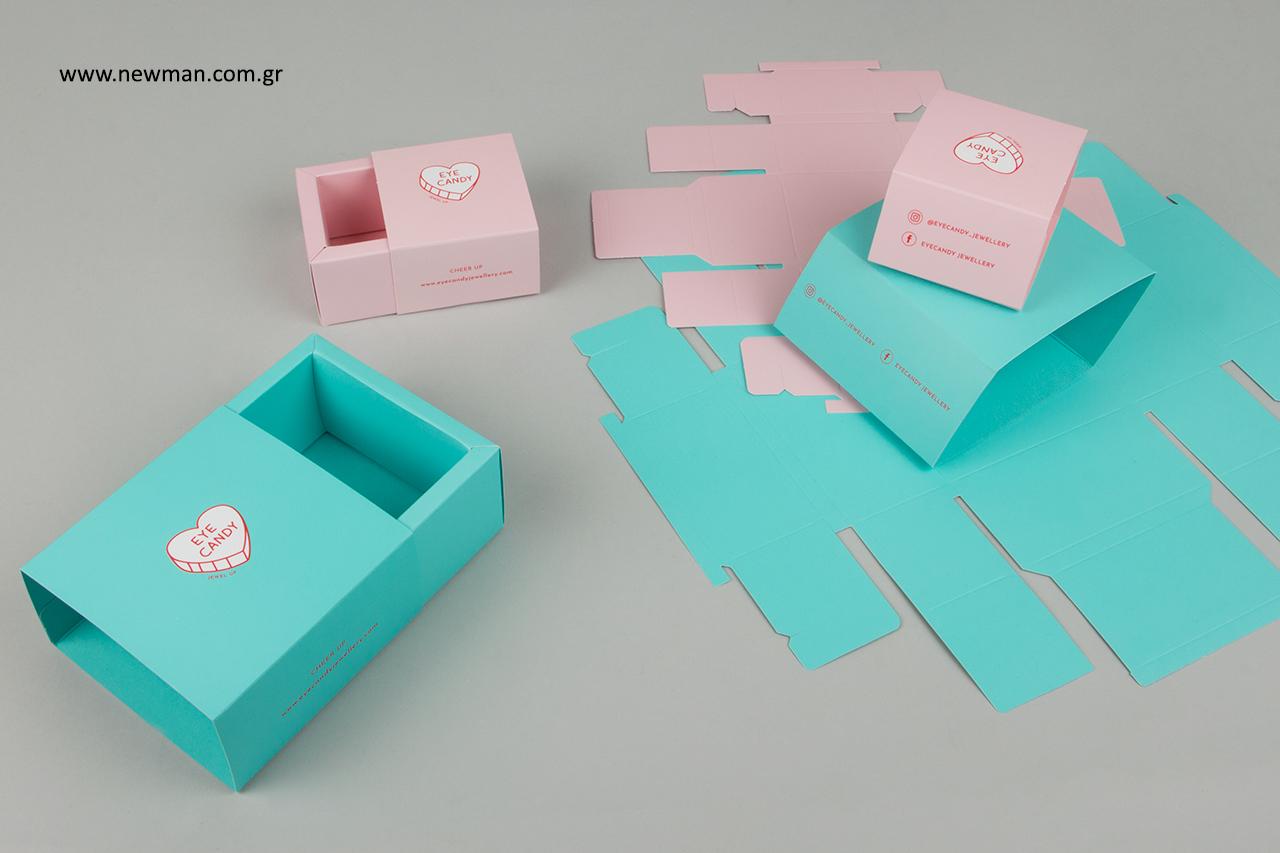 Κουτιά συσκευασίας συρταρωτά σε παλ χρώματα.
