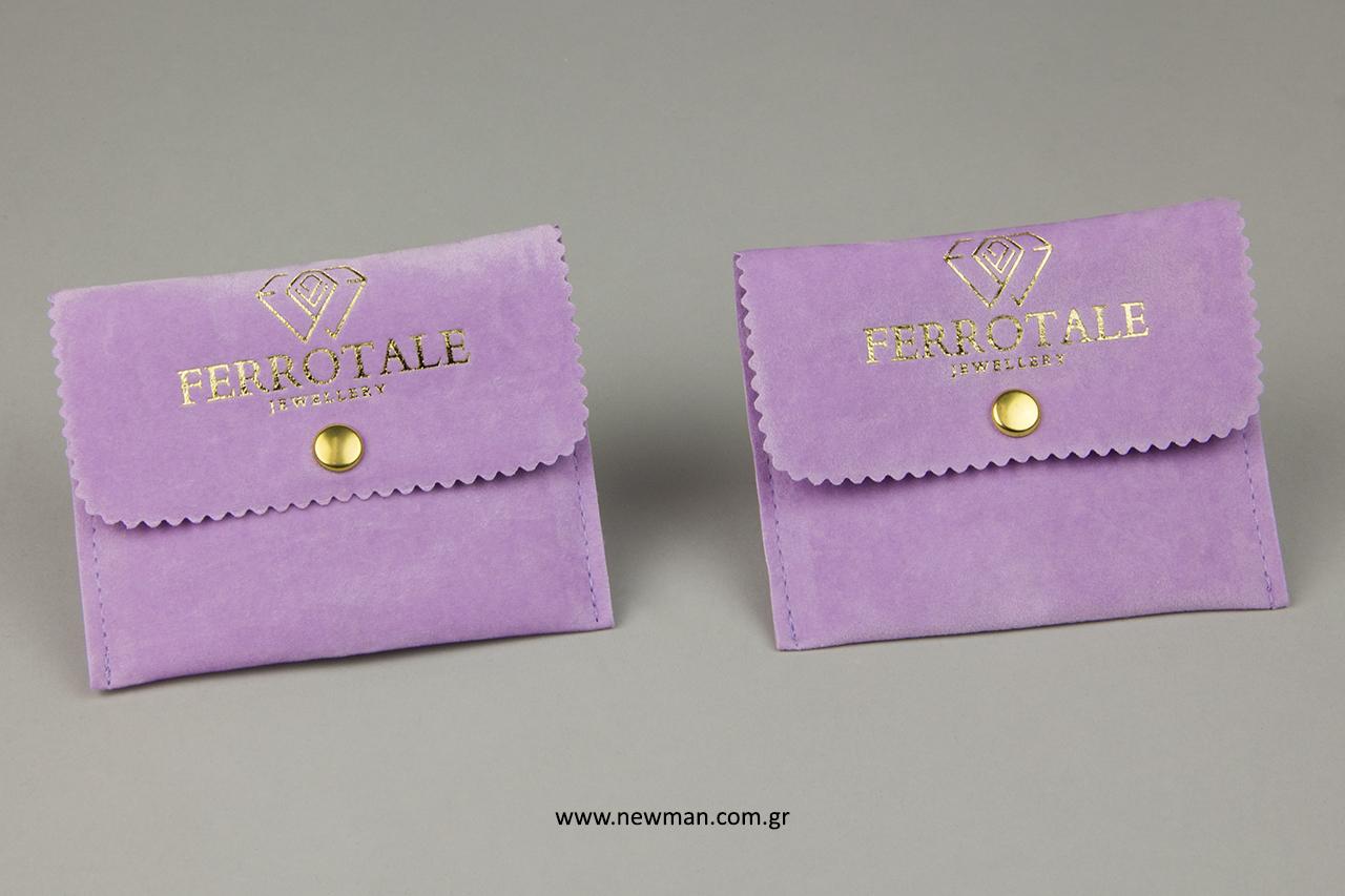 Σουέτ πουγκιά σε σχήμα τσέπης με τυπωμένο λογότυπο.