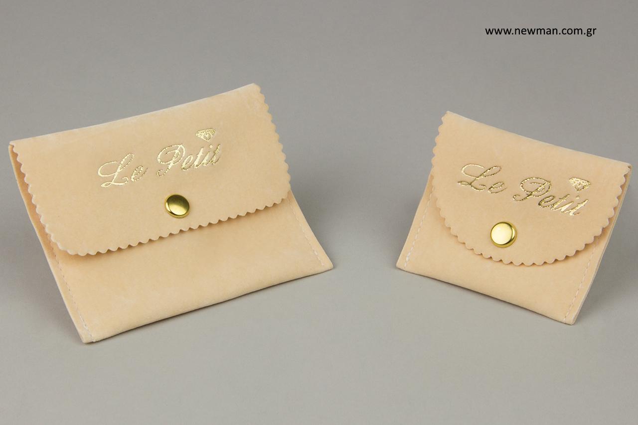 Σουέτ πουγκιά σε σχήμα τσέπης με χρυσοτυπία.