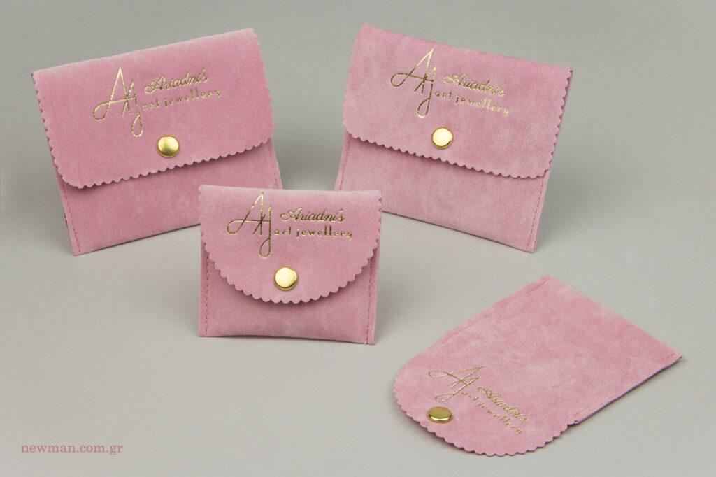 Ariadni's Art Jewellery: Σουέτ είδη συσκευασίας για κοσμήματα με λογότυπο by NewMan.