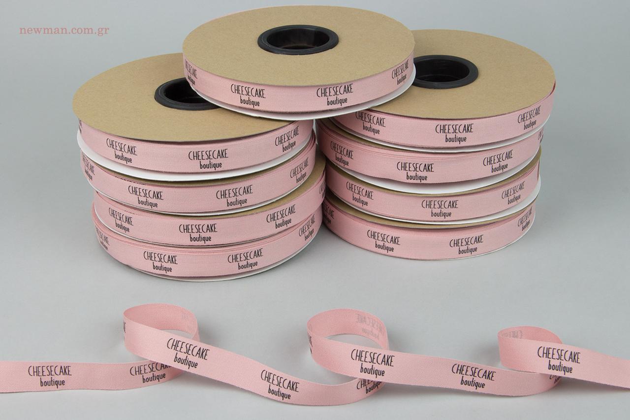 Τυπωμένες κορδέλες συσκευασίας με εταιρική επωνυμία.