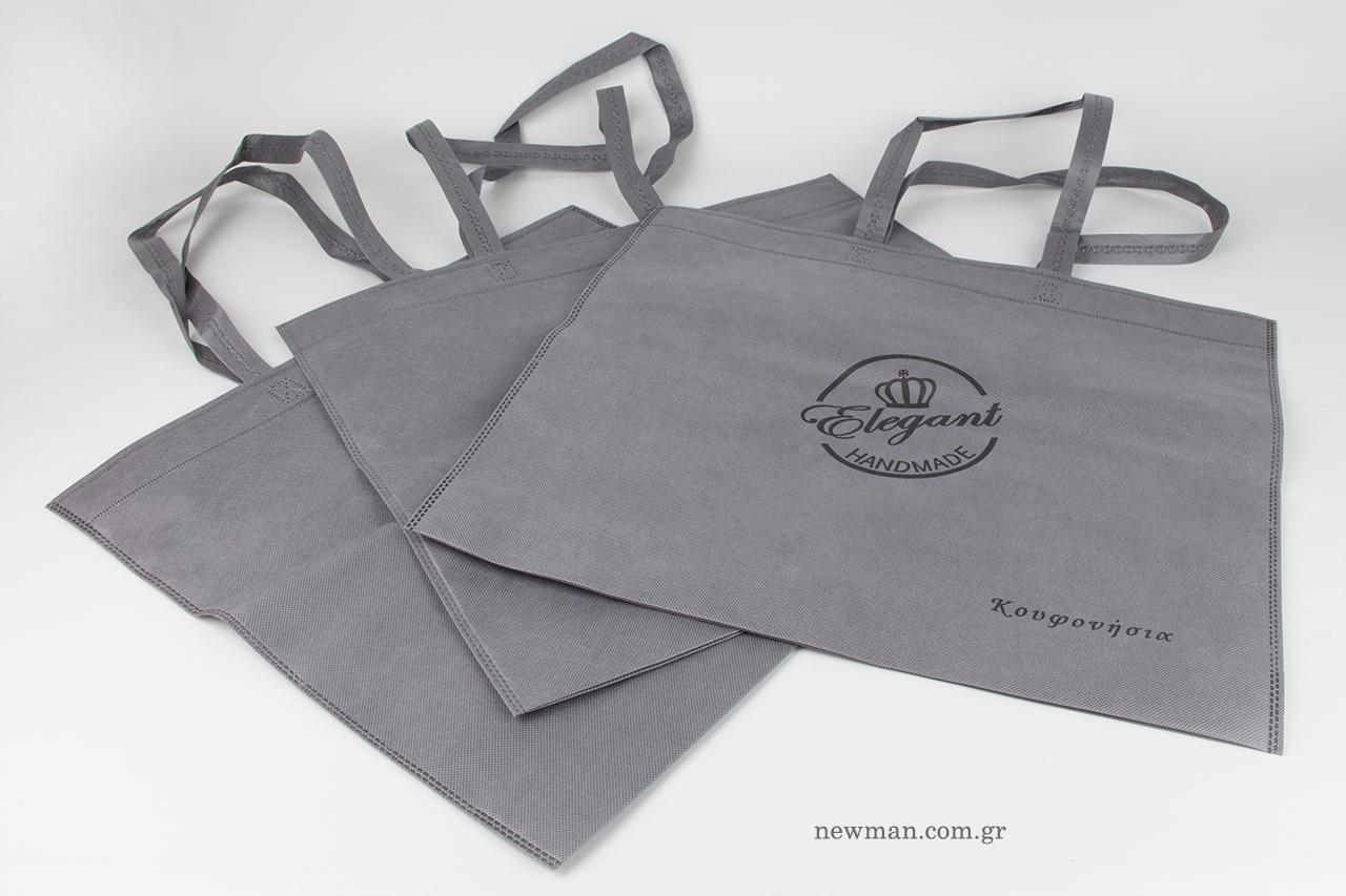 Υφασμάτινες τσάντες καταστήματος με εκτύπωση λογότυπου.