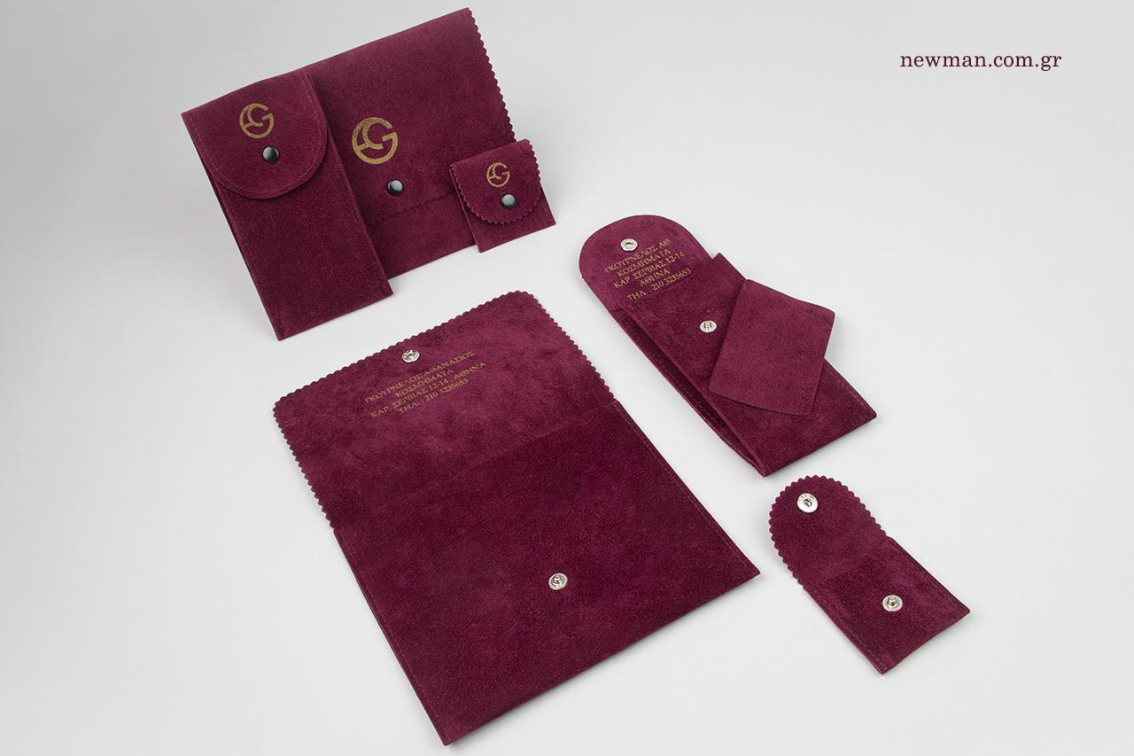 Μεταξοτυπία σε επώνυμα σουέτ πουγκιά σε σχήμα τσέπης.