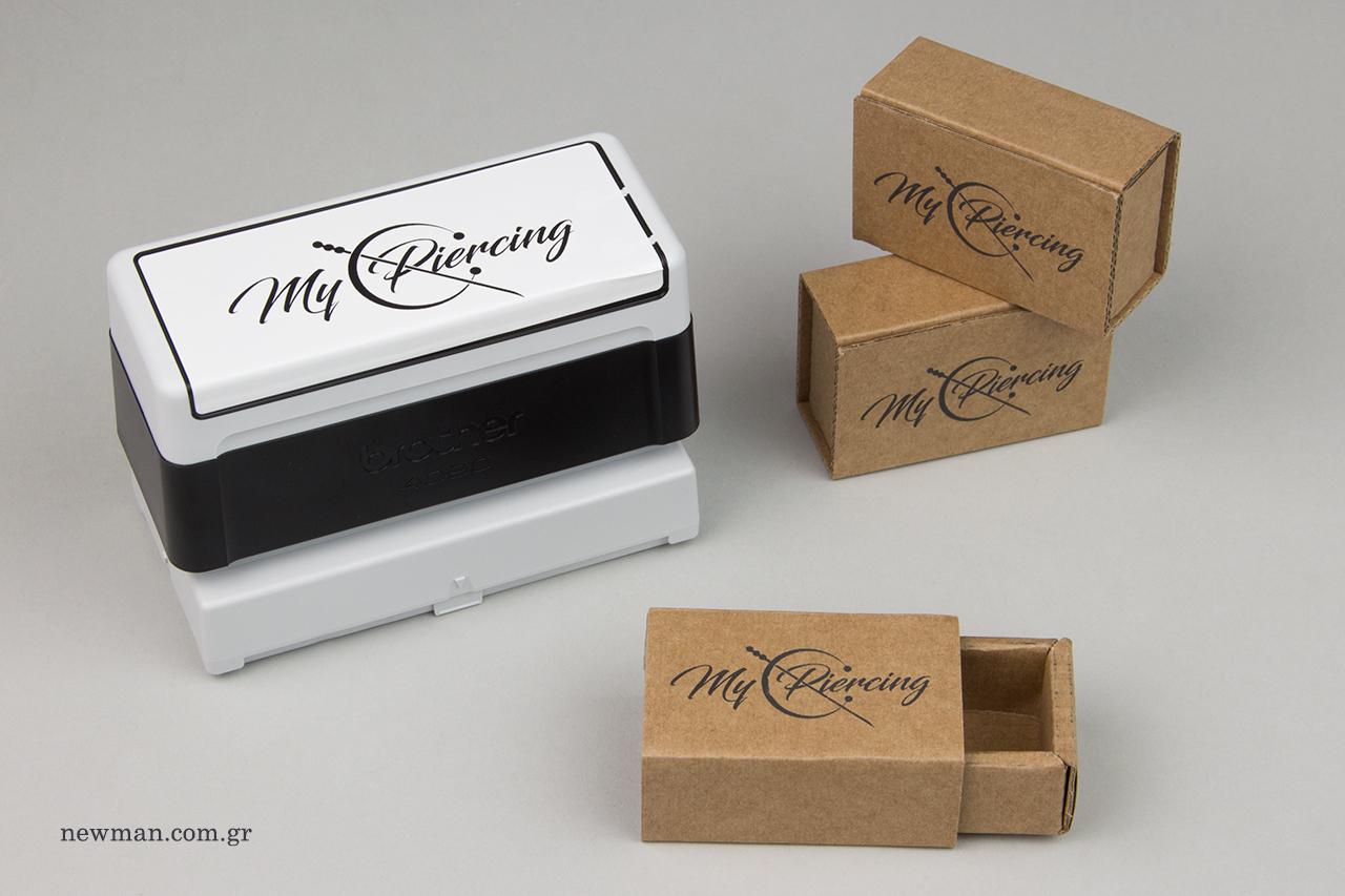 Εταιρική σφραγίδα NewMan και τυπωμένα οικολογικά κουτιά.