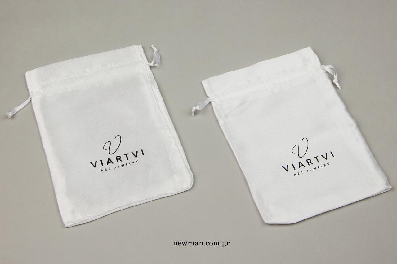 Viartvi: Τυπωμένα σατέν πουγκιά που σουρώνουν.